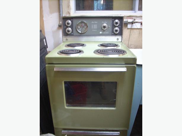 apartment sized working oven and stovetop avocado green we got it