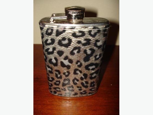 LikeNewDeluxe 5oz Stainless Steel TravelPortable Flask NiceUnisexLeopardDesign