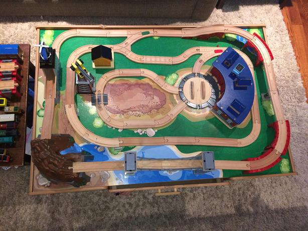 Imaginarium Mountain Rock Train Table Plus Extra Track