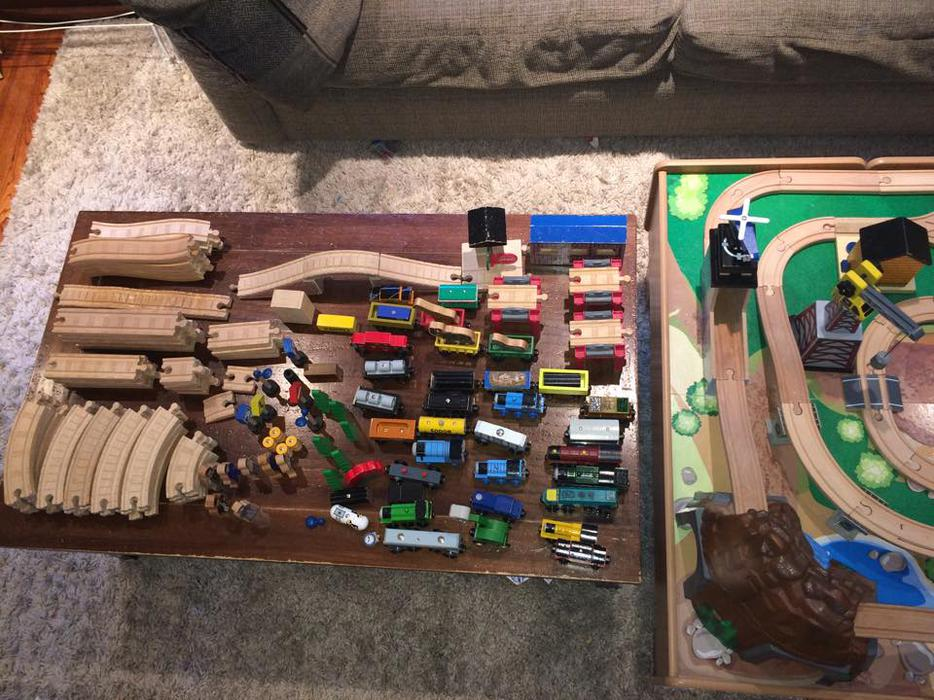 how to assemble imaginarium train table