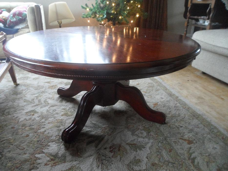 Solid wood pedestal coffee table esquimalt view royal for Coffee tables kelowna