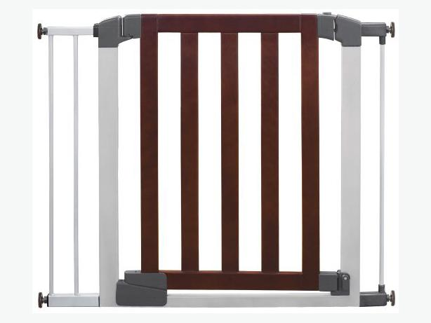 Munchkin Auto Close Designer Baby Gate Wood Finish