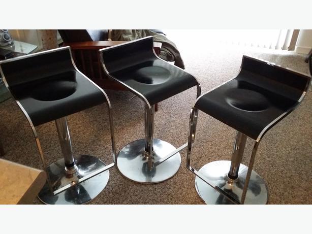 Bar stools Saanich Victoria : 43582592614 from www.usedvictoria.com size 614 x 461 jpeg 41kB