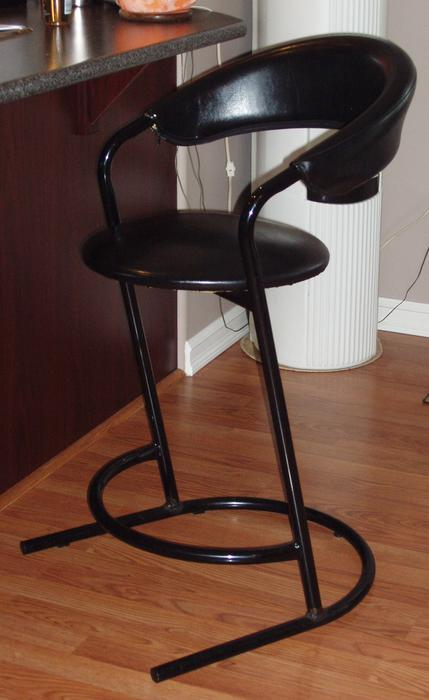 Bar Counter Stools Saanich Victoria : 43607186934 from www.usedvictoria.com size 429 x 700 jpeg 35kB