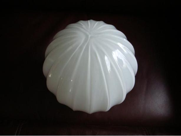 WHITE LAMP SHADE FROM THE 70'S