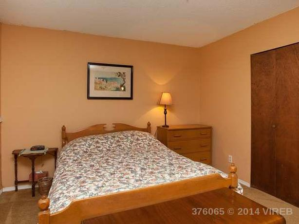 QUEEN SIZE BEDROOM SUITE Saanich Victoria