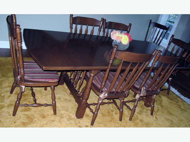 solid maple dining room table and 8 chairs oak bay victoria. Black Bedroom Furniture Sets. Home Design Ideas