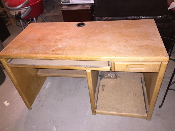 Solid Oak Computer Desk Saanich Victoria