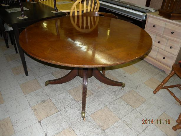 Solid walnut round dinding table on sale now Lois  : 43713750614 from www.usedvictoria.com size 614 x 460 jpeg 45kB