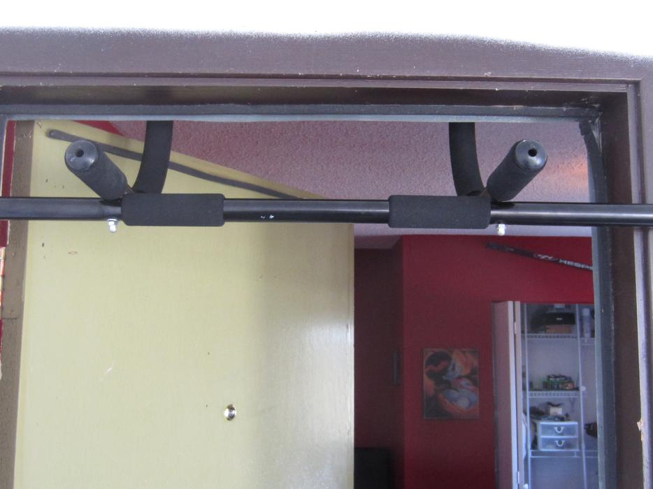 Door frame chin up bar esquimalt view royal victoria for Door frame pull up bar