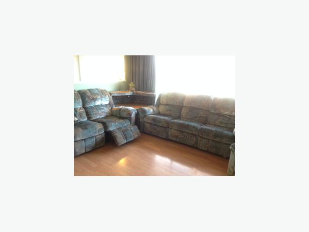 Reclining Sofa Loveseat Chair And Matching Corner Table North Saanich Sidney Victoria