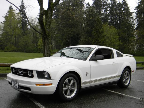 2006 ford mustang v6 5 speed manual surrey incl white. Black Bedroom Furniture Sets. Home Design Ideas