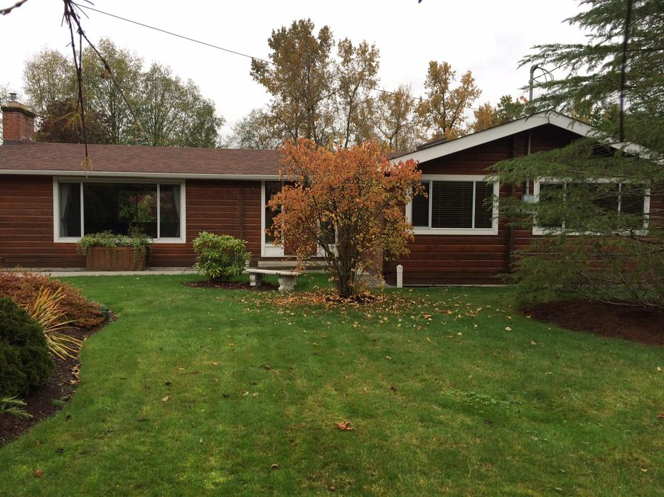 Rustic log cabin in brentwood bay mchattie road north for Log cabins victoria