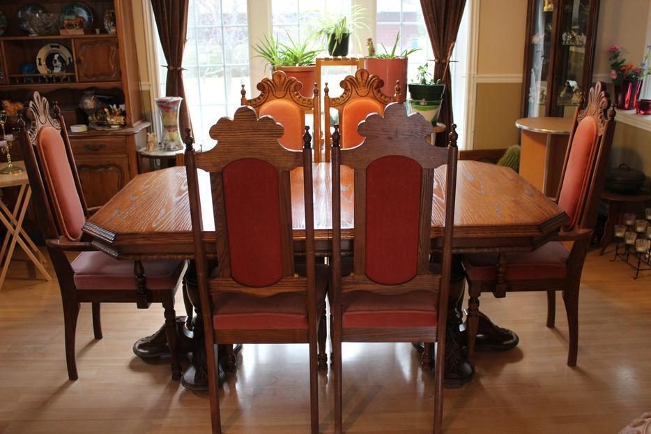 Solid oak dining room table hutch and 6 chairs cumberland for Dining room tables kelowna