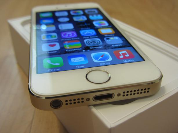 factory unlocked iphone 5s factory unlocked 64gb gold iphone 5s in mint condition 1779