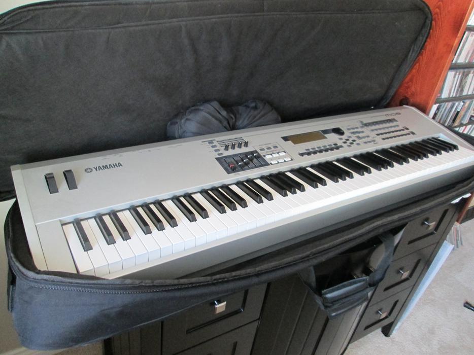 yamaha mo8 keyboard and roland k110 amp outside victoria victoria mobile. Black Bedroom Furniture Sets. Home Design Ideas