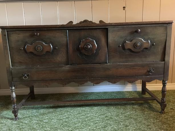 Antique 1920s Sideboard   made by Canadian Reitzels Furniture Company. Antique 1920s Sideboard   made by Canadian Reitzels Furniture