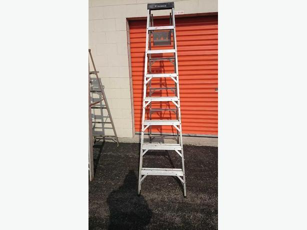 LADDERS - ALUMINUM, 5', 250 POUNDS RATING, MADE IN CANADA