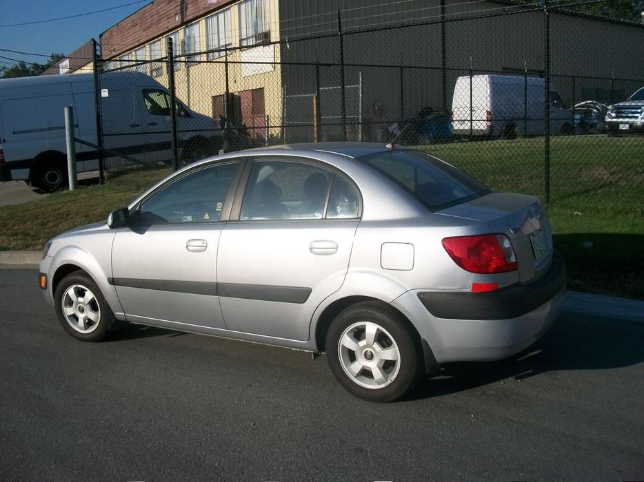 2006 Kia Rio 4 Dr Sedan 4 Cyl Auto A C P L P W Cd Surrey