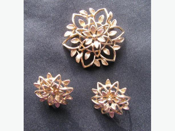 Sarah Coventry vintage PIN & CLIP ON EARRINGS