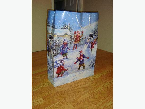 Like New Large Christmas Gift Bag - Excellent Condition! $1