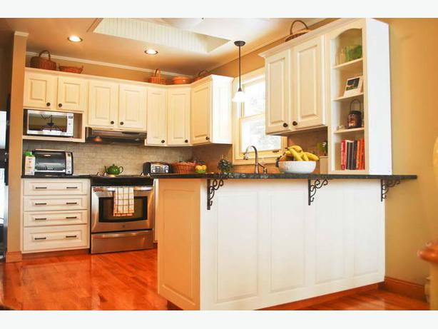 Kitchen cabinets lowers comox courtenay comox for Kitchen cabinets york region