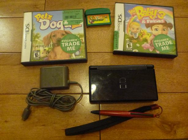 nintendo ds lite with 3 games and charger saanich victoria. Black Bedroom Furniture Sets. Home Design Ideas