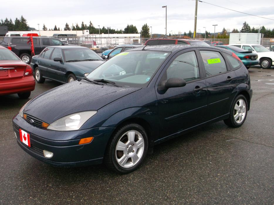 2003 ford focus zx5 hatchback loaded with low km and. Black Bedroom Furniture Sets. Home Design Ideas