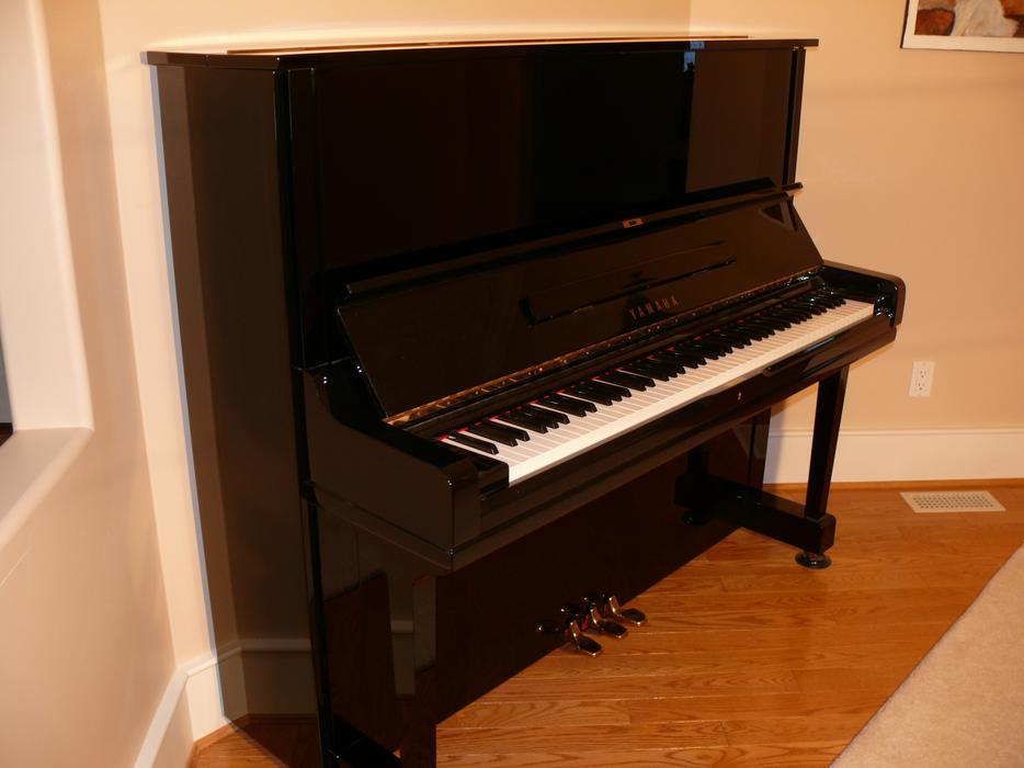 Yamaha u3 piano qualicum nanaimo for Yamaha piano store winnipeg