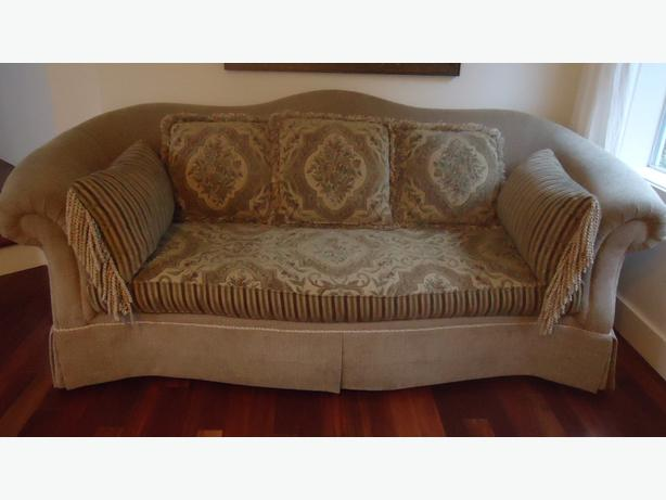 Sofa from chintz and co great condition saanich victoria for Chintz couch
