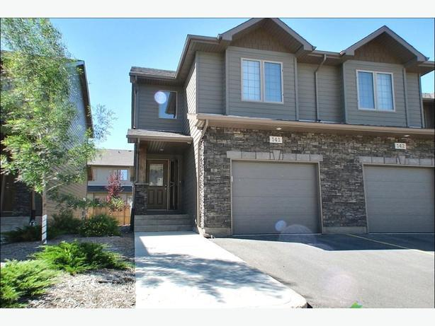 Windsor park 3 bedroom townhouse for rent east regina regina for 3 bedroom townhouse for rent
