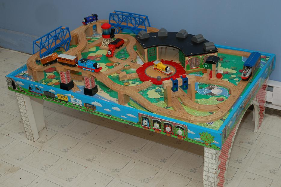 Cool Thomas The Train Table Set Up Pictures - Best Image Engine . & Stunning Thomas Train Set Table Images - Best Image Engine ...