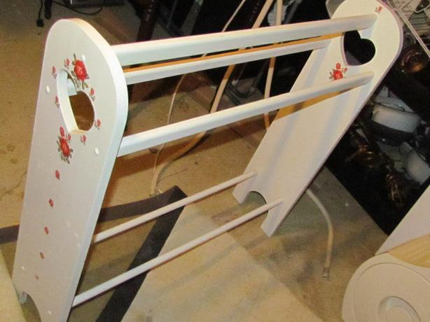 White Wood & Roses Quilt Rack Stand 32 X32 Inch Outside