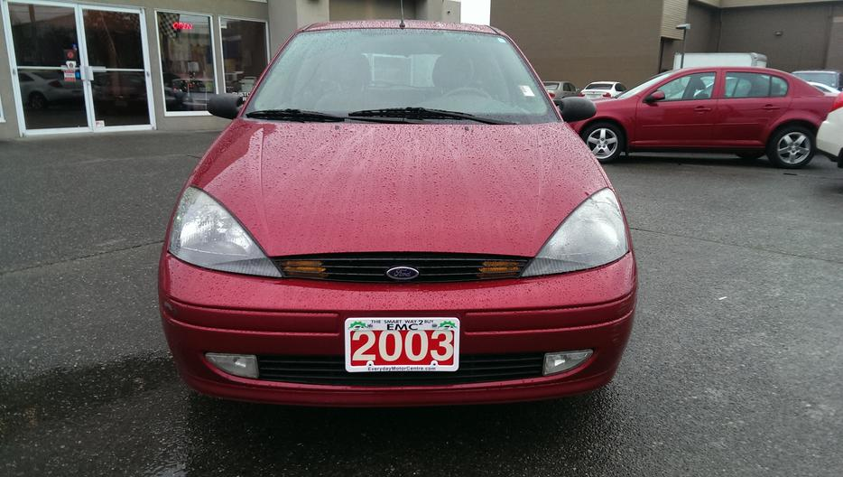 2003 ford focus zx4 hatchback outside nanaimo nanaimo. Black Bedroom Furniture Sets. Home Design Ideas
