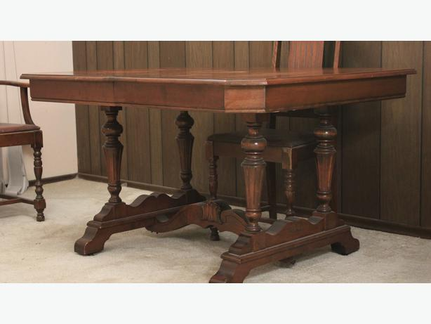 Antique dining room table victoria city victoria for Dining room tables victoria