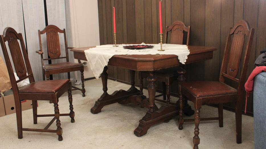 Antique dining room table victoria city victoria for Dining room tables kelowna