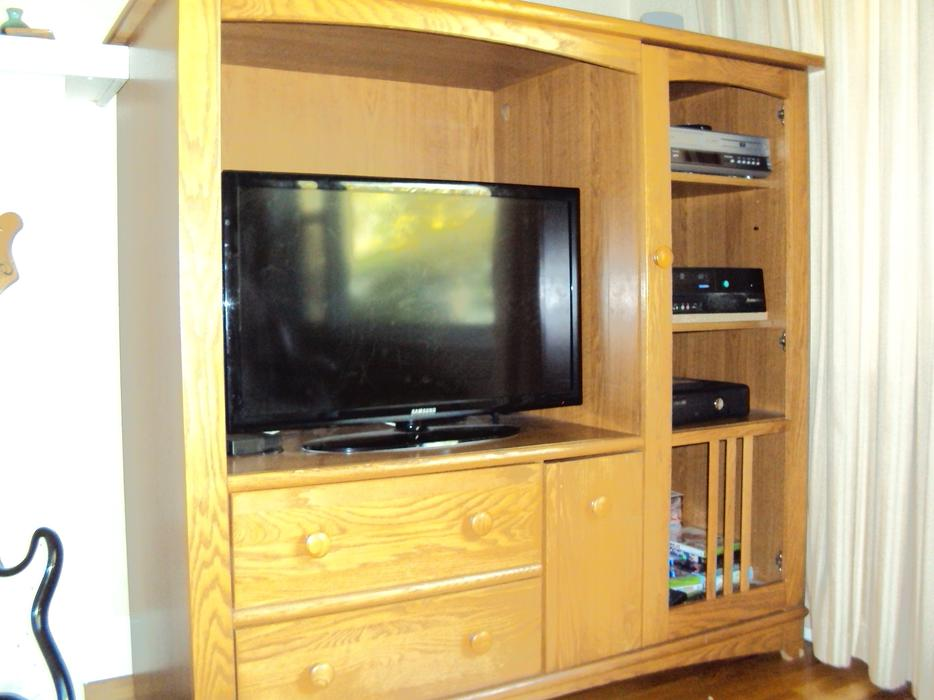 FREE OAK Entertainment Center Oak Bay Victoria