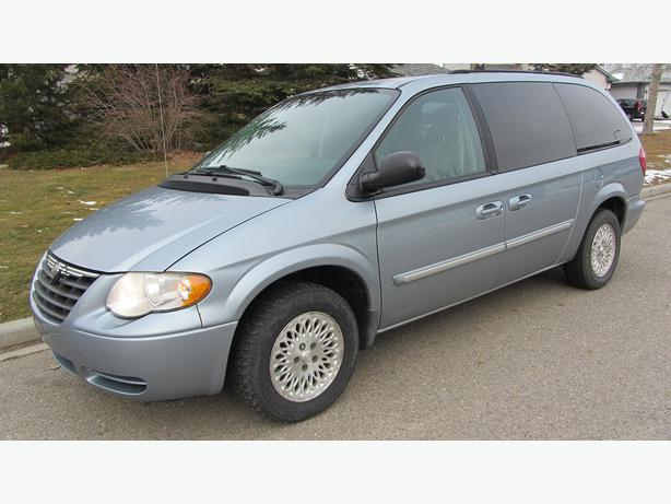 2006 chrysler town country touring minivan van with. Black Bedroom Furniture Sets. Home Design Ideas