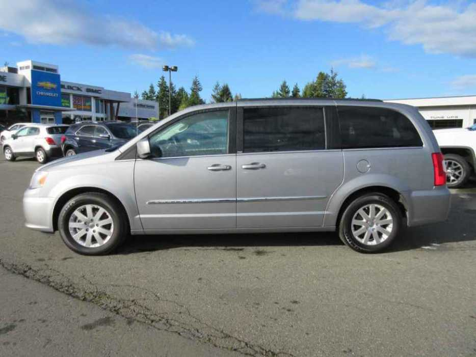 2014 chrysler town country stow 39 n go parksville nanaimo mobile. Black Bedroom Furniture Sets. Home Design Ideas