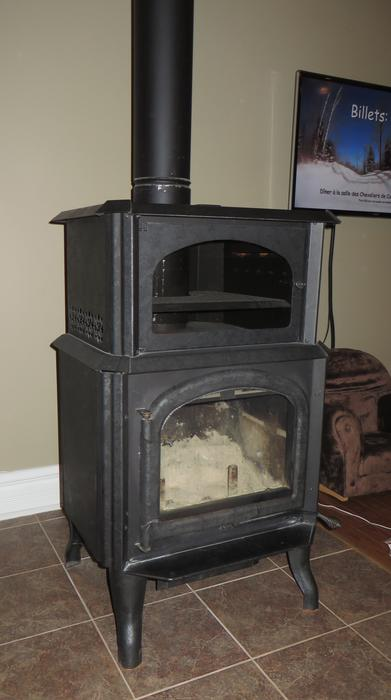 Wood stove \/ po\u00eale \u00e0 bois MassonAngers Sector Quebec