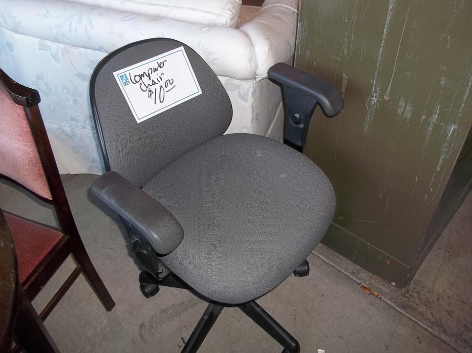Asst Computer Chairs For Sale At St Vincent De Paul On Quadra Saanich Victoria Mobile