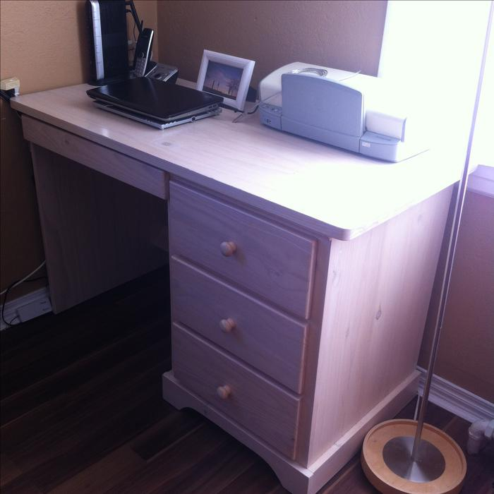 Desk from stoke quality furniture excellent condition for Q furniture abbotsford