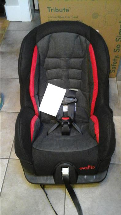 evenflo tribute convertable car seat 2014 victoria city victoria. Black Bedroom Furniture Sets. Home Design Ideas