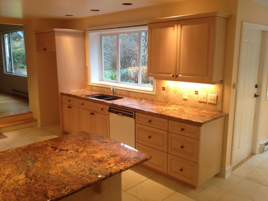 Kitchen cabinets and countertops saanich victoria for Kitchen cabinets york region