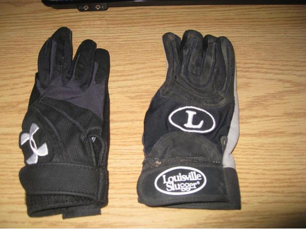 Never used medium batting gloves for the right hand