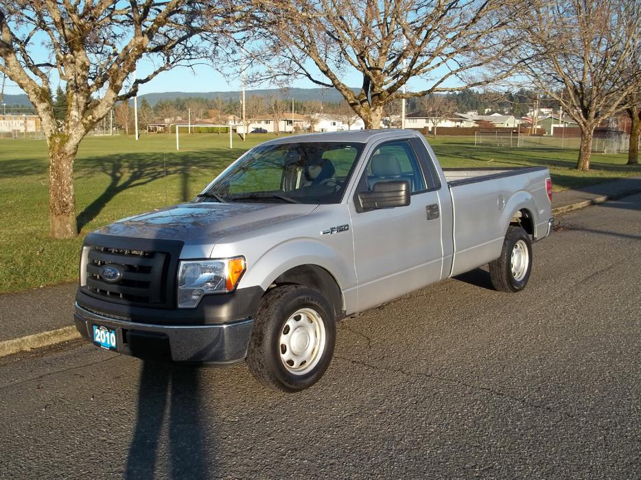 2010 ford f150 xl regular cab with 8ft box central nanaimo nanaimo. Black Bedroom Furniture Sets. Home Design Ideas