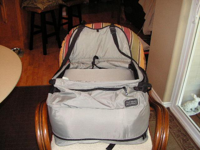 medium dog car booster seat 25 north nanaimo nanaimo mobile. Black Bedroom Furniture Sets. Home Design Ideas