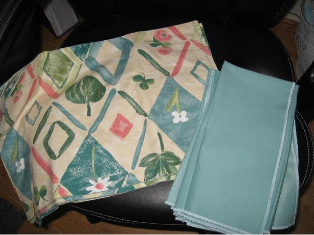 Fabric Place mats (4) with fabric Napkins (4)