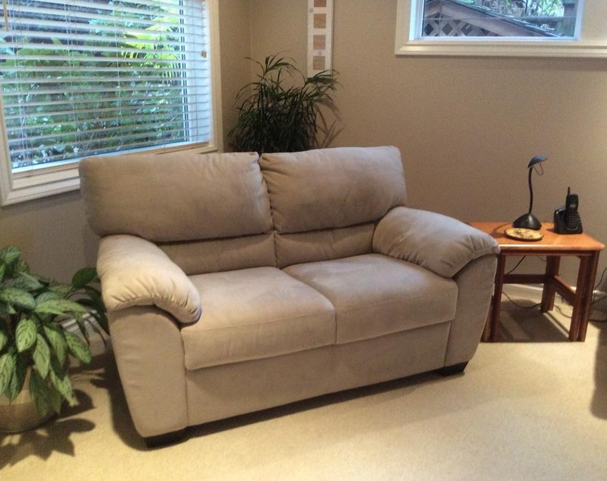 small apartment size sofa north saanich sidney victoria