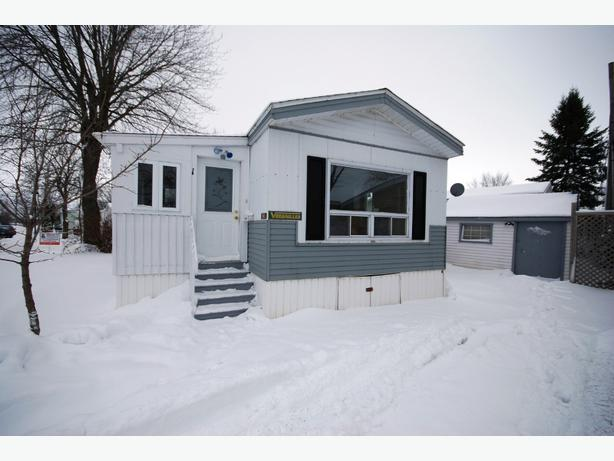 maison mobile libre imm diatement st jean sur richelieu outside montreal montreal. Black Bedroom Furniture Sets. Home Design Ideas